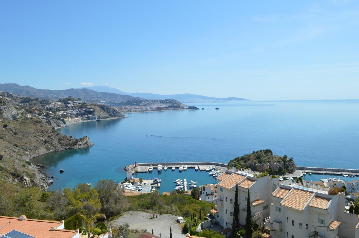 Impeccable apartment for sale near marina del este la - Marina del este la herradura ...